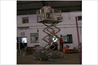 Electro-Hydraulic Lever Operated Scissor Lifting Platform